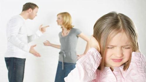 đừng cãi nhau trước mặt con cái
