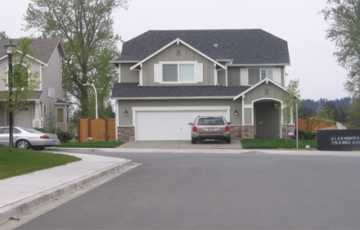 Nhà có đường đâm thẳng vào cửa chính có nên mua không?